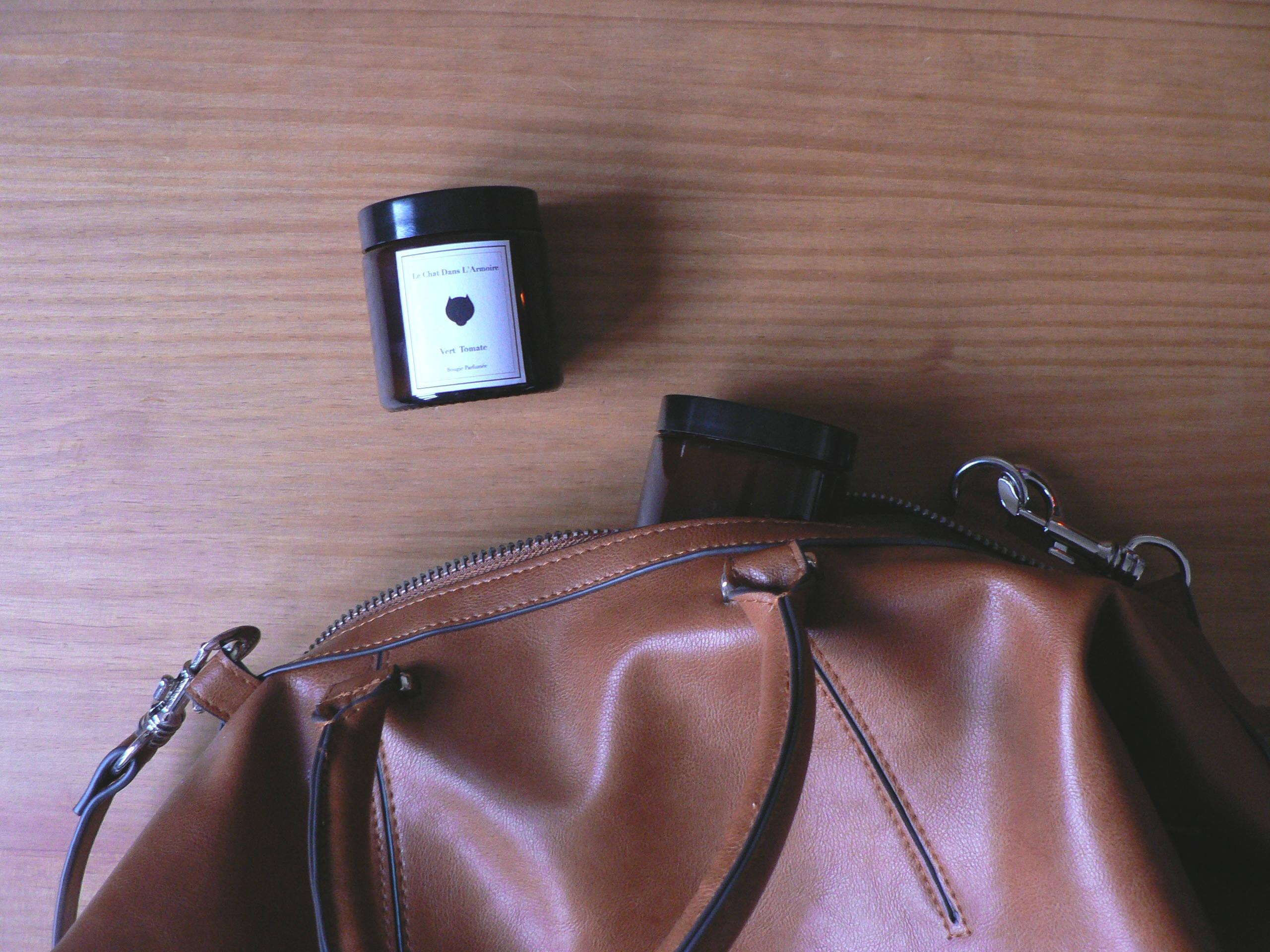Bougie de voyage disponible en 22 parfums - Le Chat dans l'armoire
