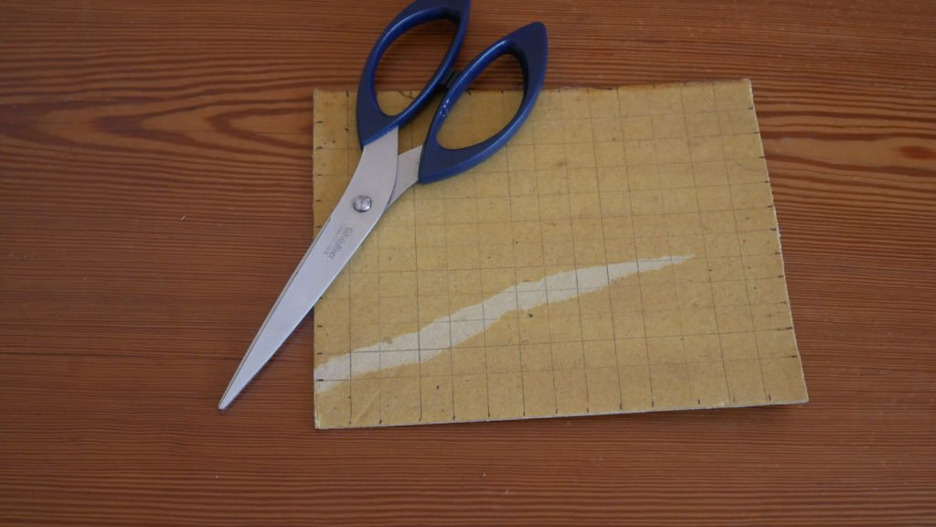 Préparation du carton pour le tissage du tawashi