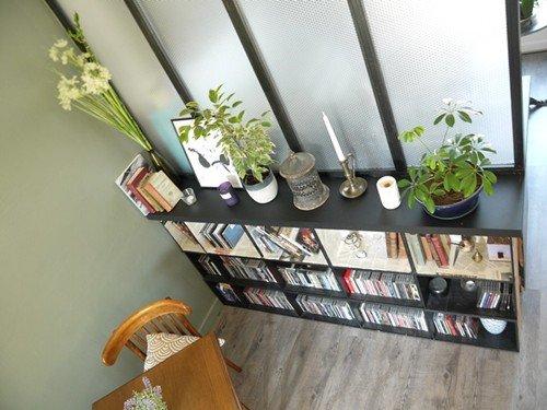 DIY Réaliser une bibliothèque avec des caisses à vin en bois