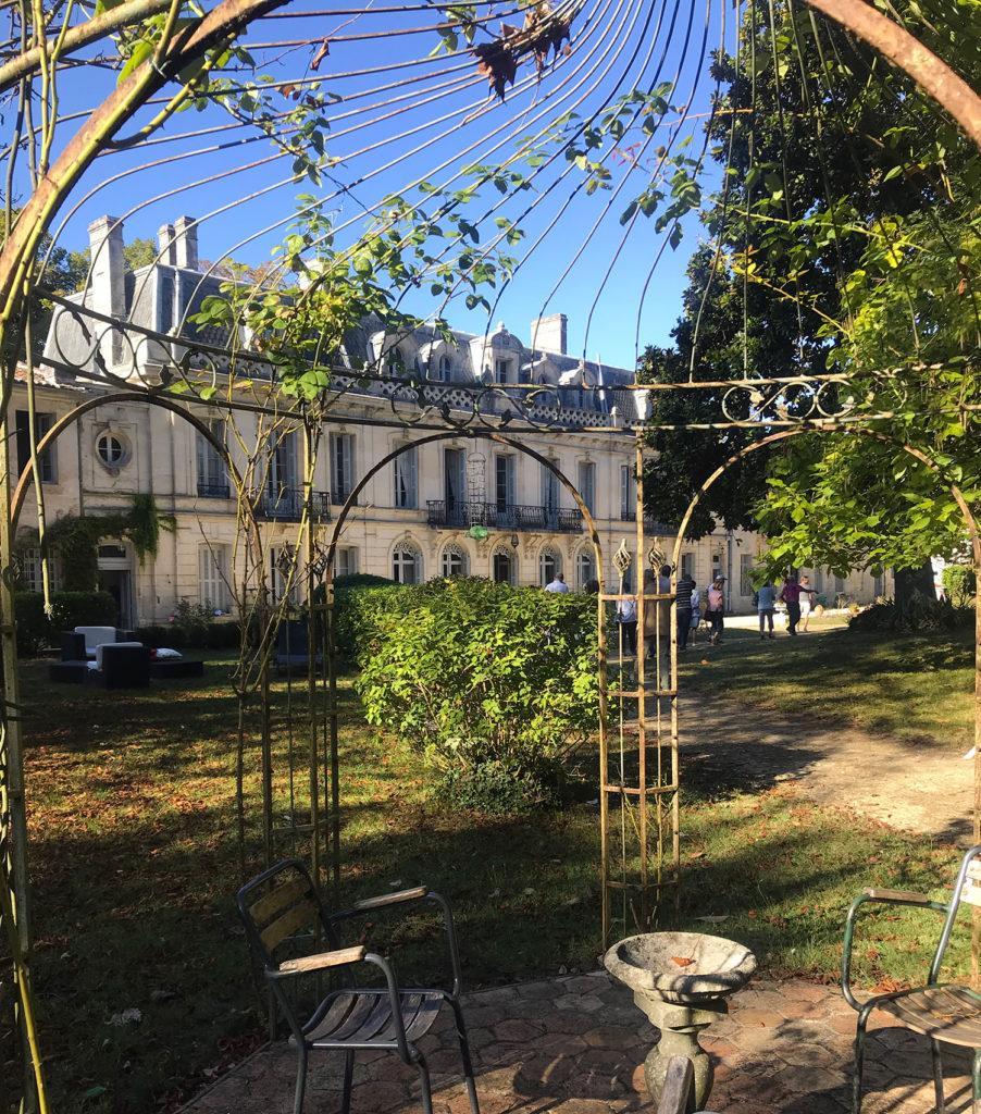 la tonnelle dans le parc du château de la Courade en Charente