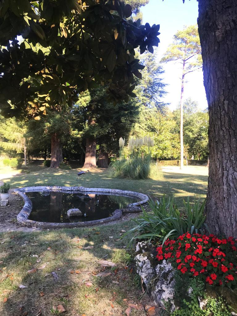le canal dans le parc du château de la Courade en Charente