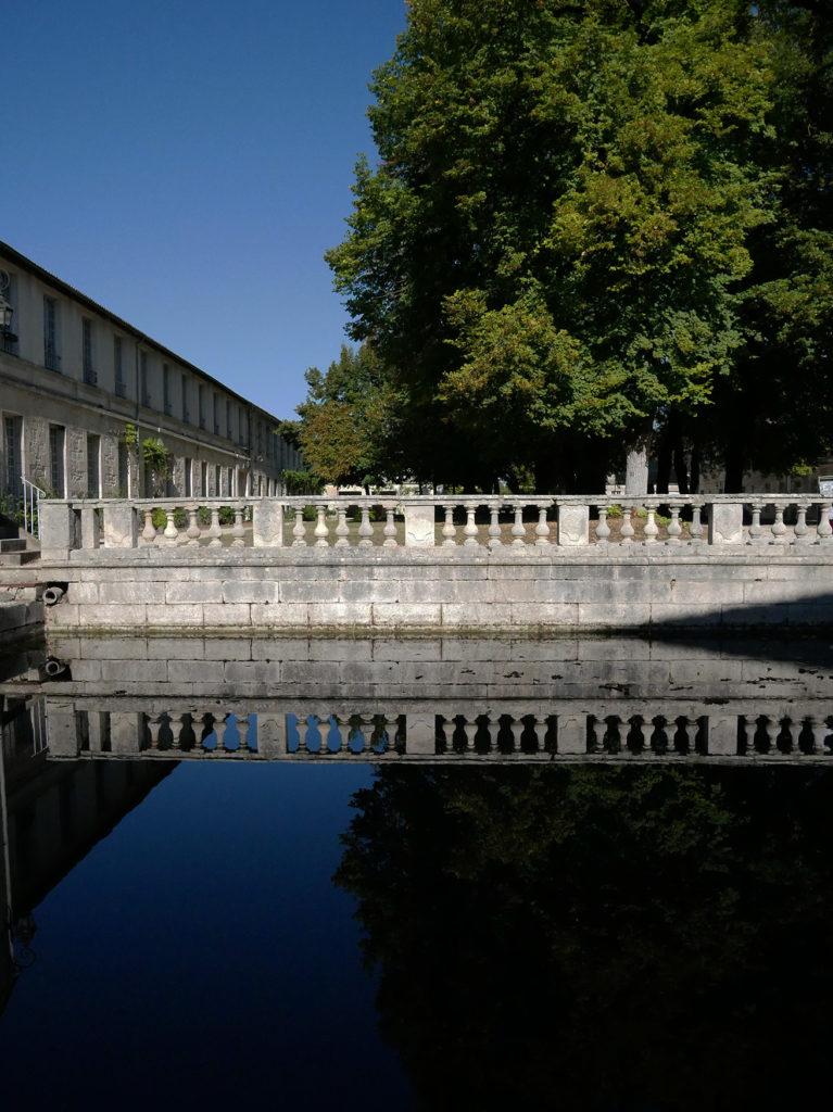 reflet de la façade du Moulin de la Courade sur le canal