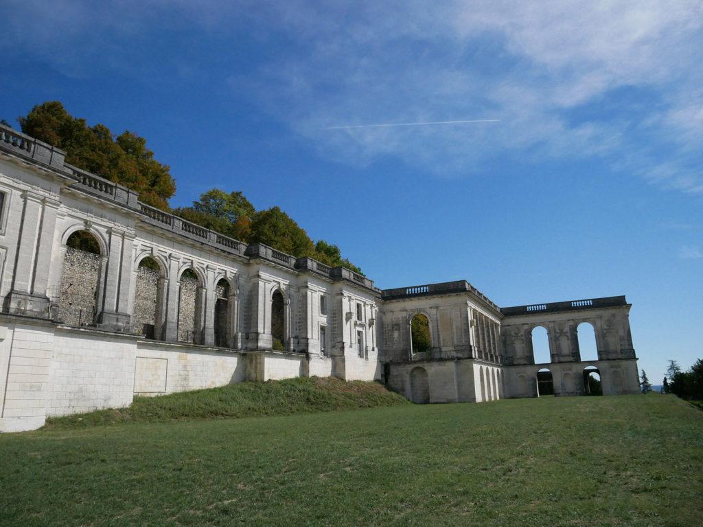 vue extérieure du château de la mercerie en charente