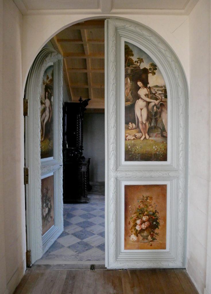 porte peinte du château de la mercerie en charente
