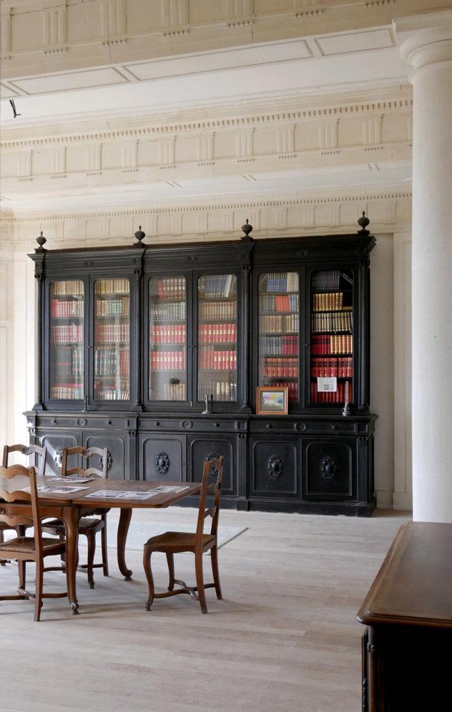 salle bibliothèque du château de la mercerie en charente