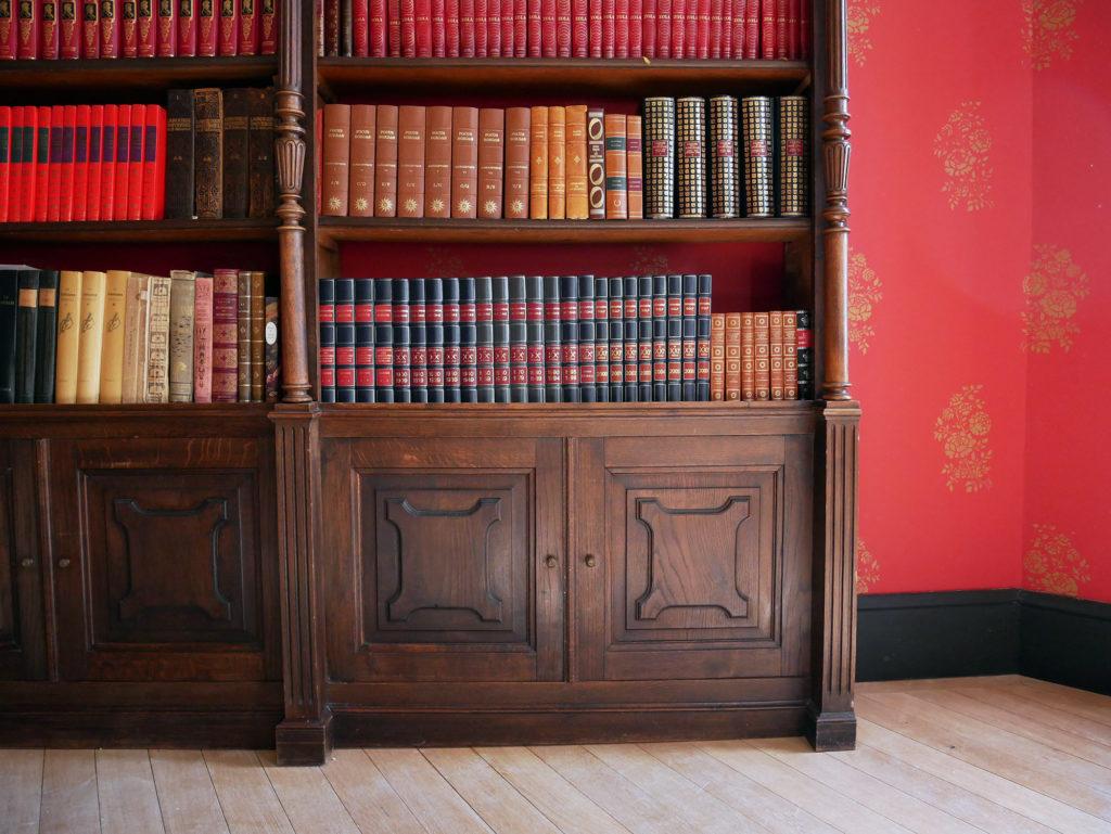bibliothèque au château de la mercerie en charente