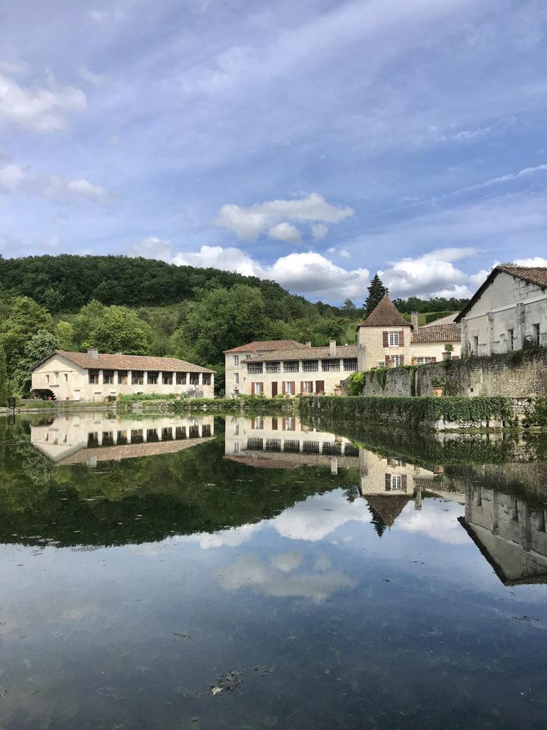 vue extérieure des jardins du Logis de Forge en Charente