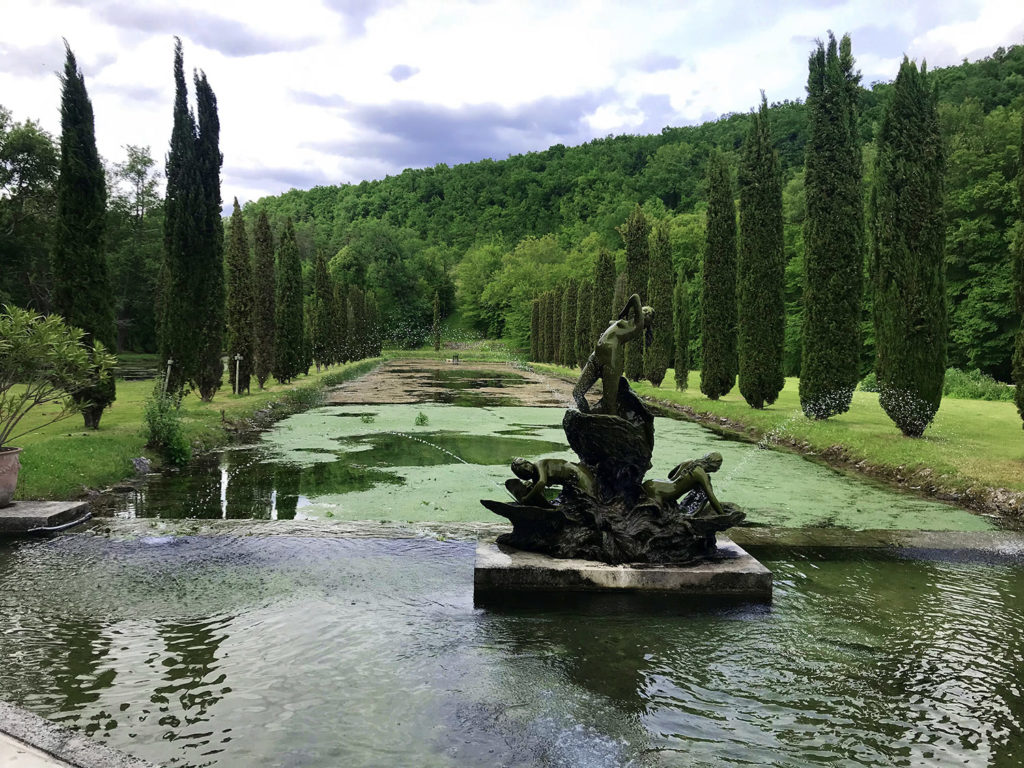statue dans les jardins du Logis de Forge en Charente