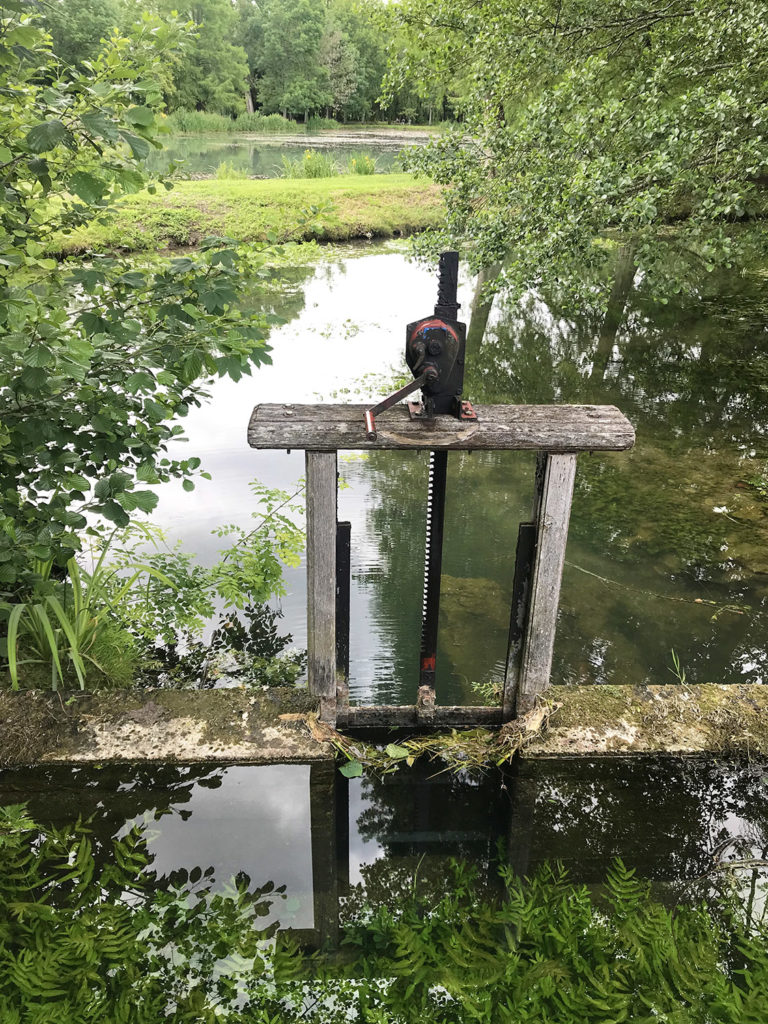 le moulin dans les jardins du Logis de Forge en Charente