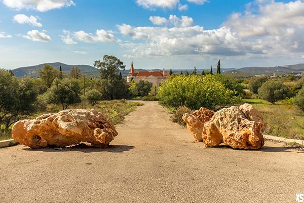 chemin d'accès au palais Fonte da Pipa à Loulé en Algavre au Portugal