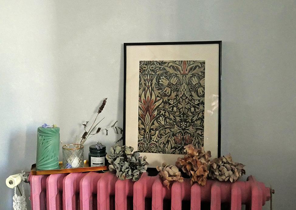 cadre déco réalisé avec l'échantillon de papier peint Snakeshead de William Morris
