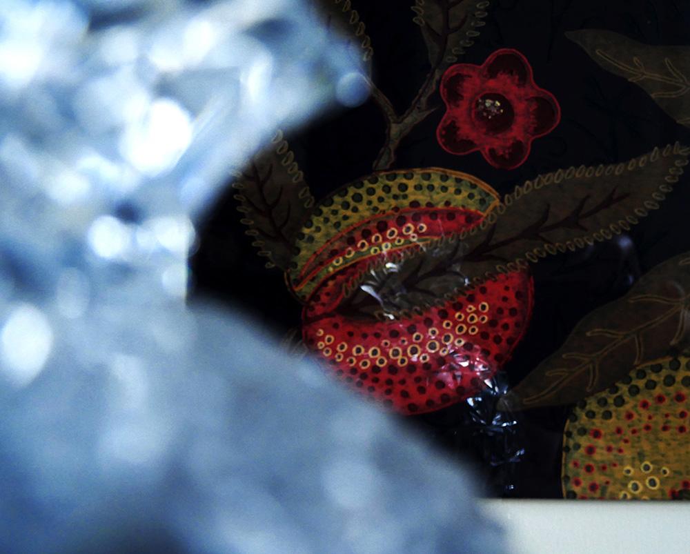 détail du cadre déco réalisé avec l'échantillon de papier peint Fruit de William Morris