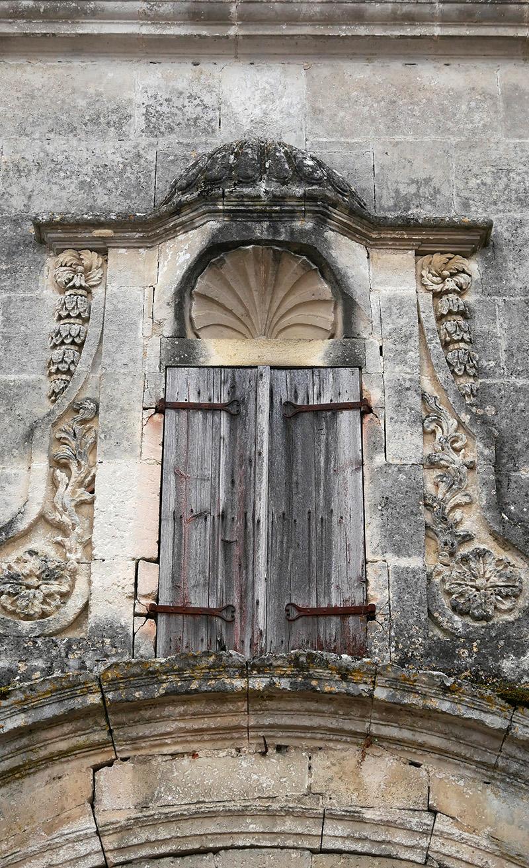 coquillage de saint jacques de Compostelle sculpté dans la façade de l'abbaye de Bassac
