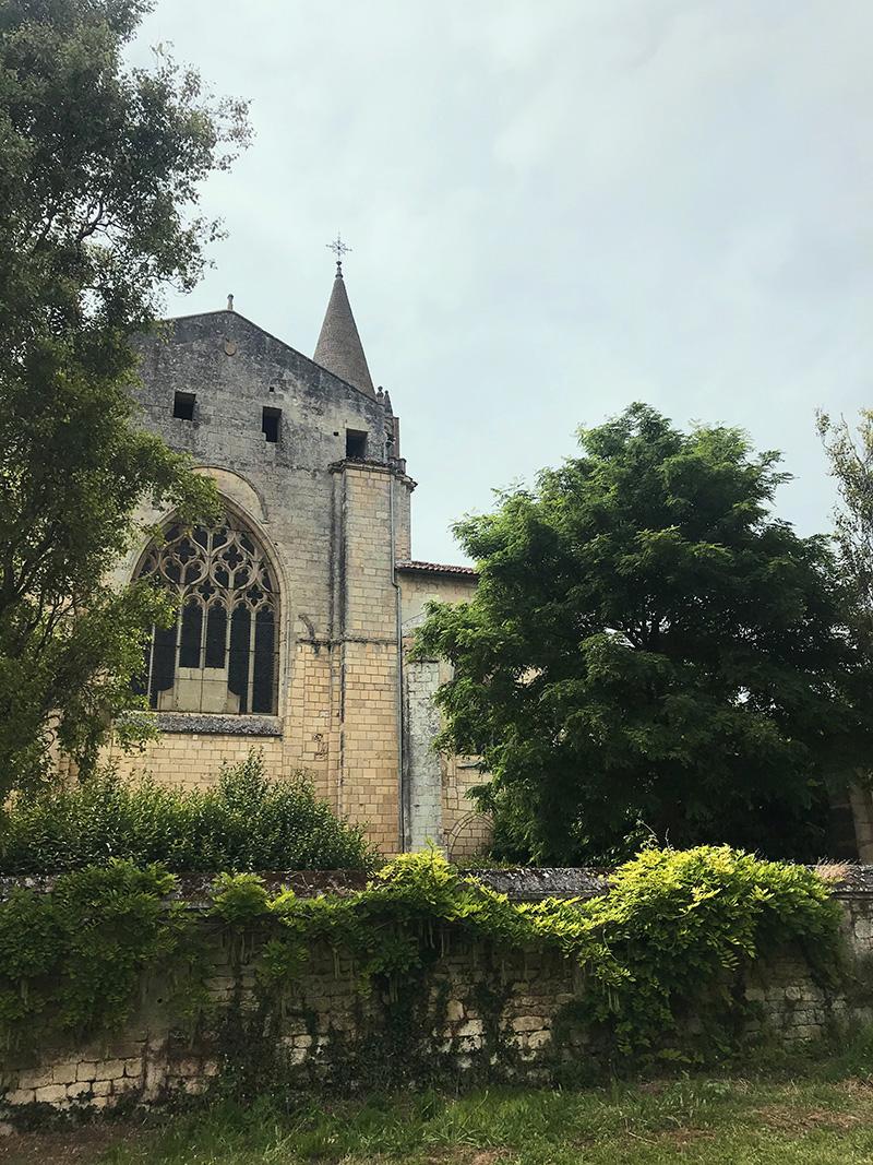 vue de l'abbaye de Bassac depuis le verger