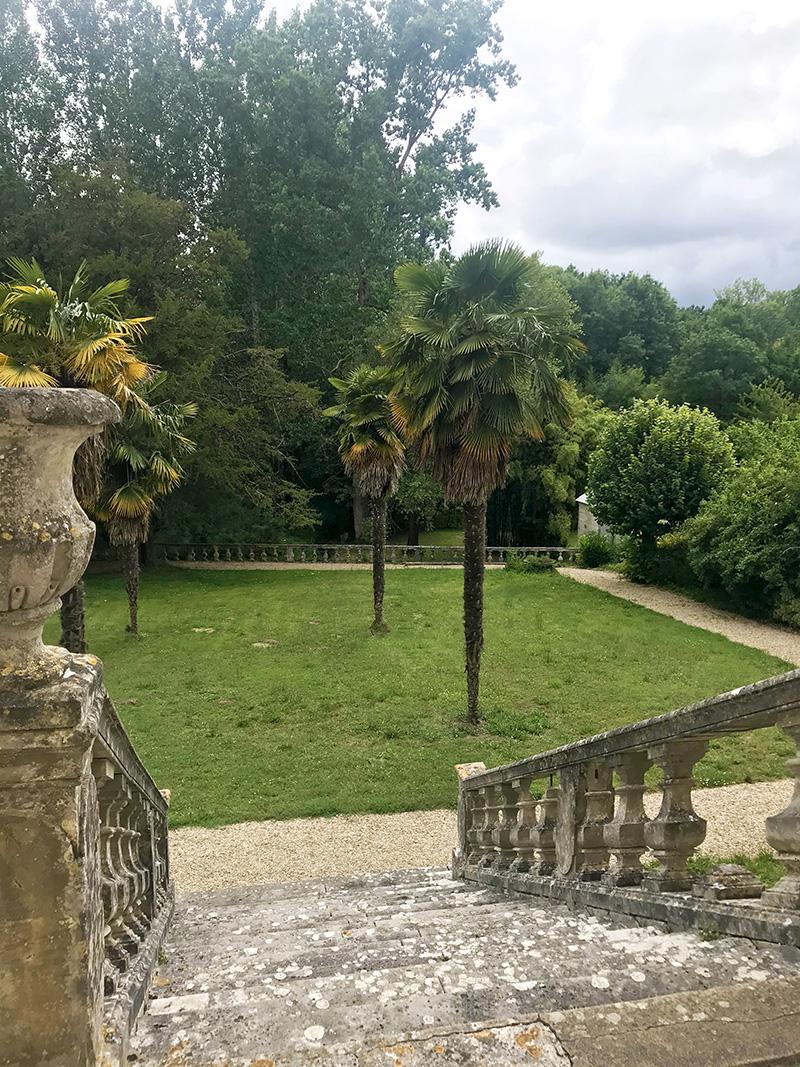 grand escalier des jardins de l'abbaye de Bassac en Charente