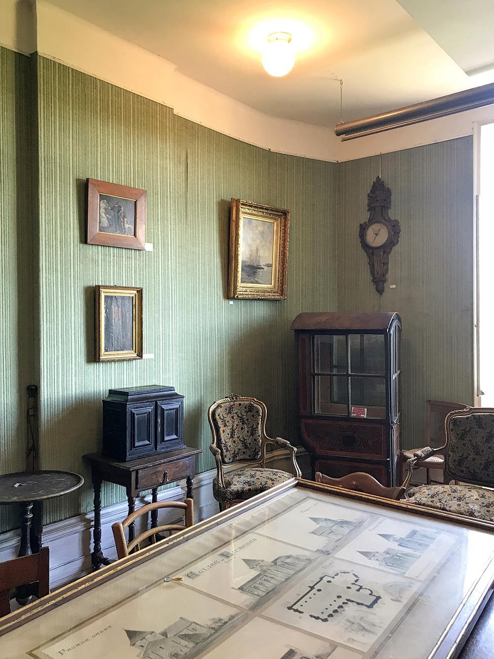 salon du premier étage, musée de la SAHC